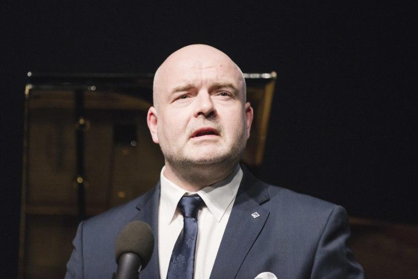 Siseminister Andres Anvelt ei toeta kodakondsuse kinkimist halli passi omanikele