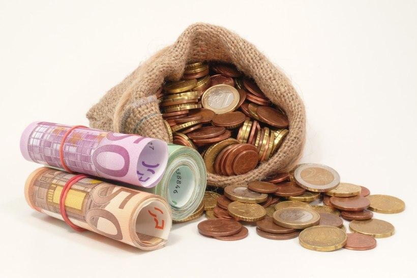 Arst-residentide töötasu tõuseb kevadel ligi 2000 euroni