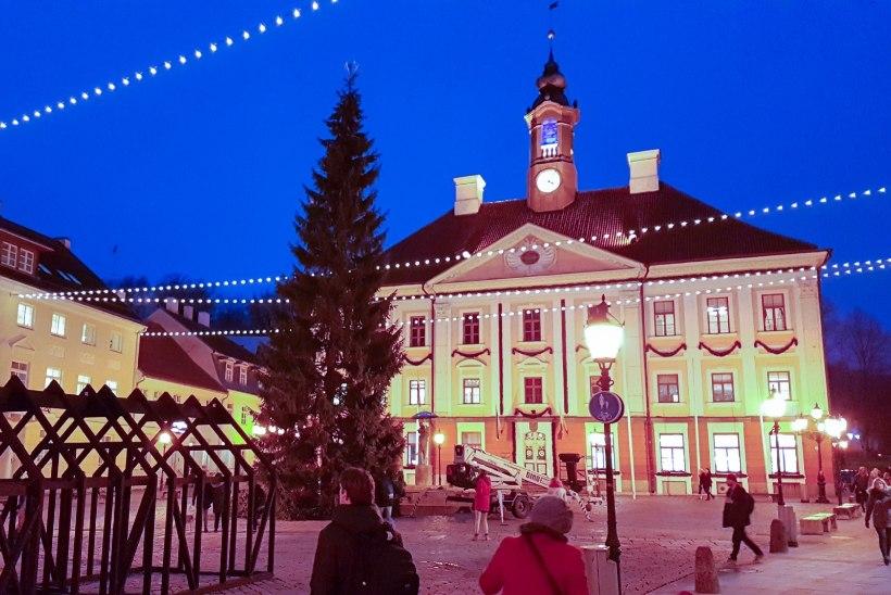 Rohkem valgust! Tartu raeplatsi valgustab jõulude aegu valguslinn