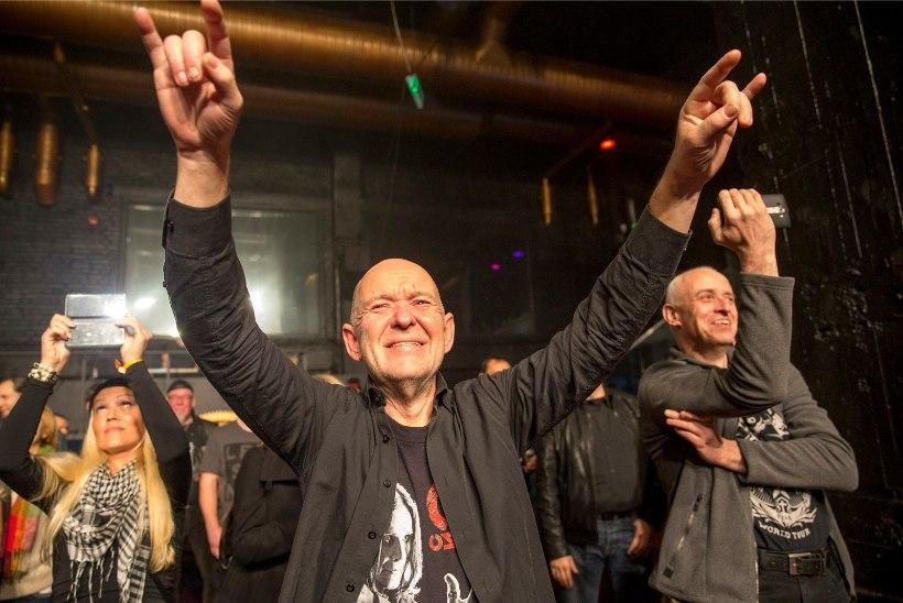 GALERII |15 aastat rokisõpradele muusikat pakkunud Radio Mania pakkis lahkumiskontserdiga pillid kotti