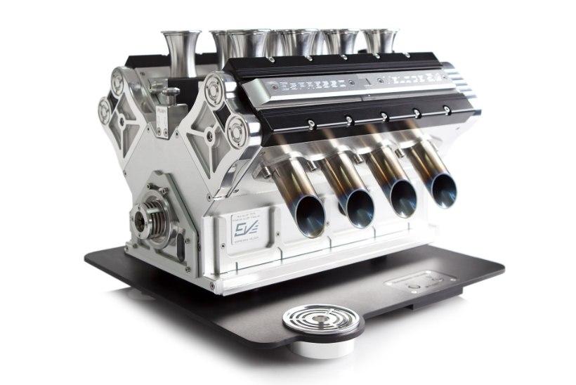 SEDA KOHVI BENSIINIPEAD JOOKSID: vaata, kuidas valmib V8 või V12 mootorit kujutav espressomasin