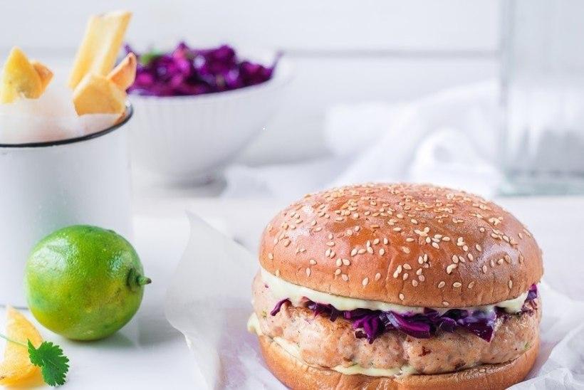 SÜGISEL SÖÖ TERVISLIKULT: aasiapärase vimkaga kanaburger punase kapsa salatiga