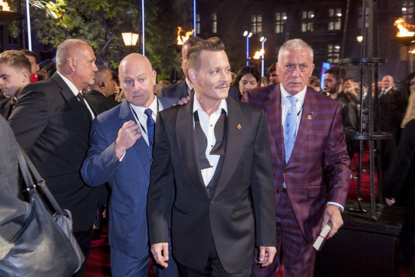 Leht: Johnny Depp ilmus esilinastusele purjuspäi ja haisedes!