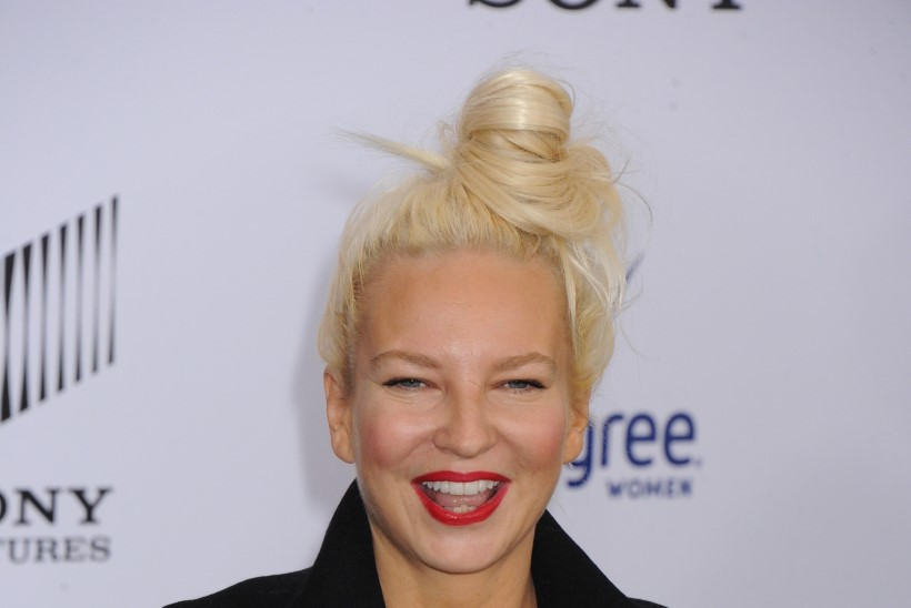 Sia avaldas Twitteris oma alastipildi