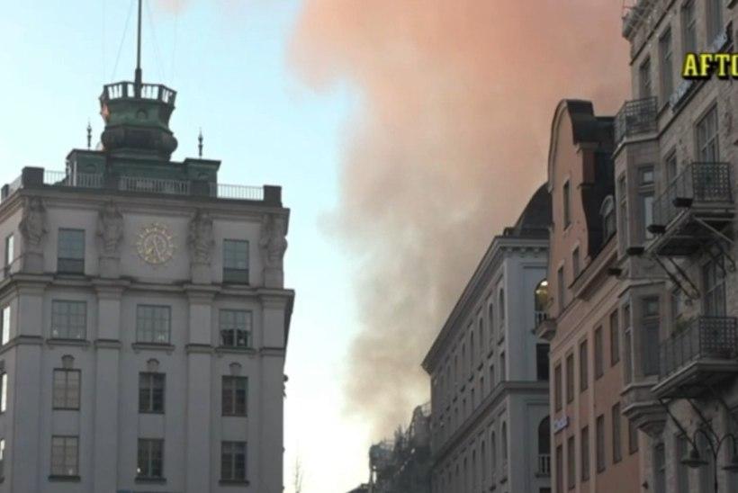 FOTOD | Stockholmi kesklinnas puhkes tulekahju, kaks inimest viidi haiglasse