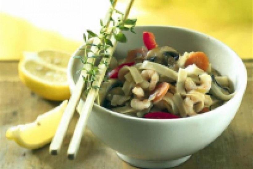 Orientaalne krevetivokk riisinuudlitega