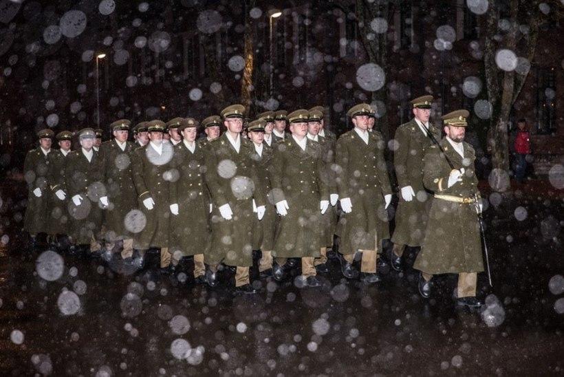 FOTOD JA VIDEO   Sõjakool mälestas detsembrimässus langenud kadette