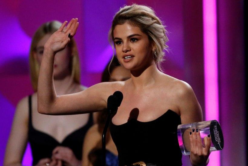 Selena Gomez pühendas aasta naise auhinna oma neerudoonorile