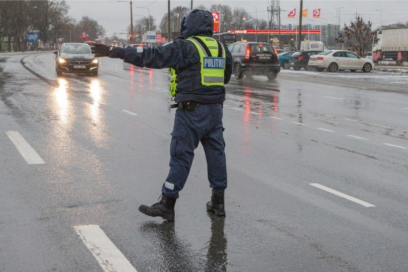 GALERII   Politsei kontrollis talverehvide olemasolu