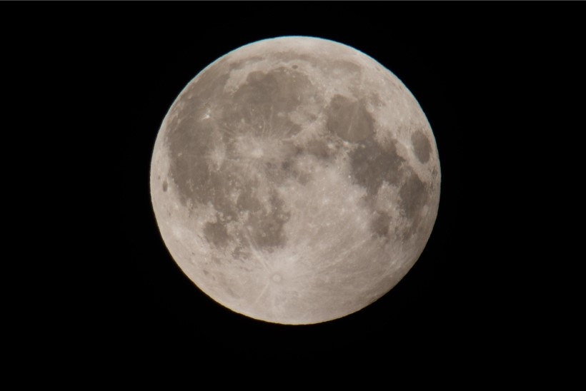 """""""TEINE TASE""""   Põhjus, miks Kuule maandumine polnud lavastatud"""