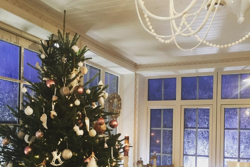 VAATA FOTOT! Maiken jagas idüllilist fotot jõulurüüs kodust!