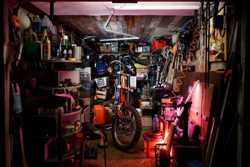 Garaažipoeetika: Kunstihoones avati näitus, mis vaatleb mootorratturiks olemist