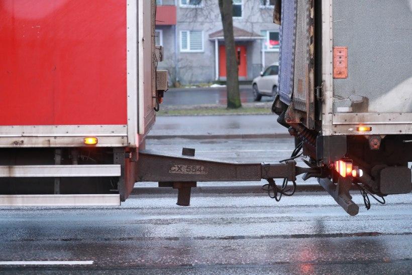 FOTOD SÜNDMUSKOHALT | Tallinnas jäi auto alla 15aastane noormees