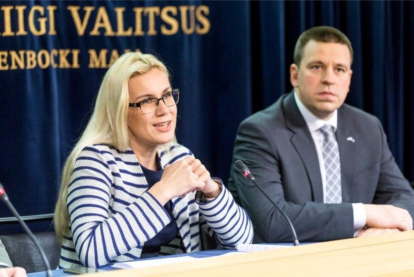 MEEDIATRIO: Simson ei peaks (veel) tagasi astuma, valija annab oma usalduse valimistel