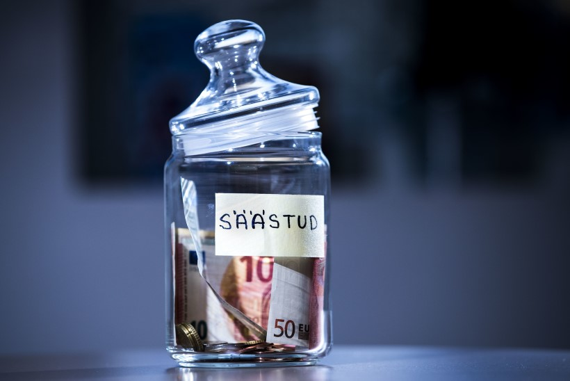 Kas rahahädas eestlased kraabivad pühade eel panga ust ja võtavad SMS-laenu?