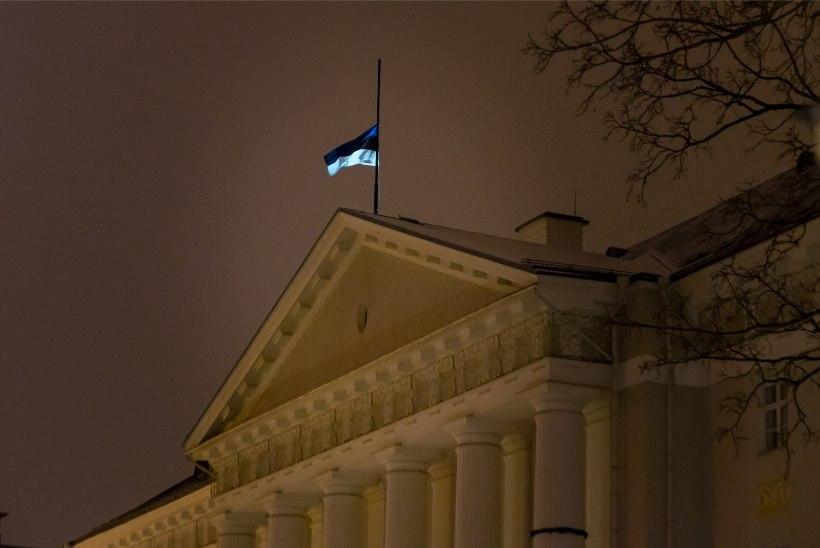 22eb3fca018 GALERII | Tartu ülikool leinab: lipp pooles mastis ja jõulutuled kustu
