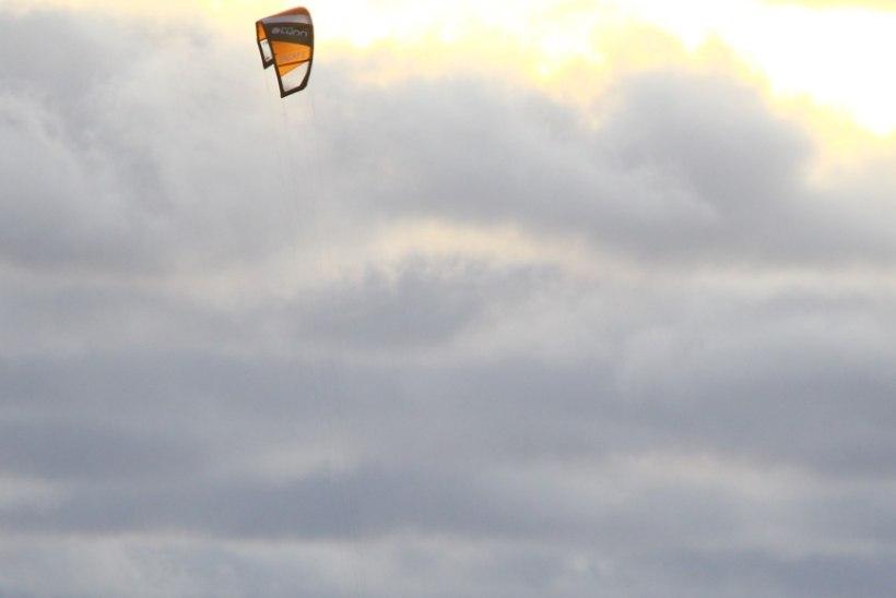 GALERII: Lohesurfarid käisid Rohuneemes hüppamas