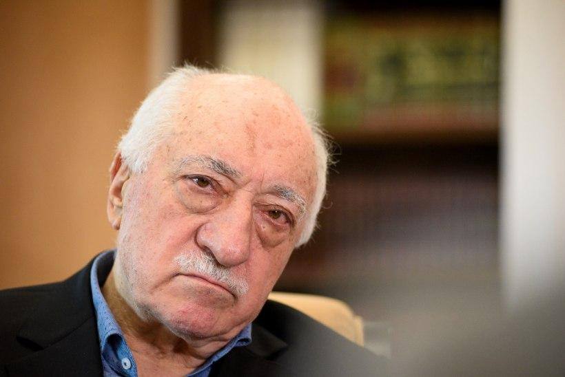 Türgi võimud on vallandanud seoses riigipöördekatsega tuhandeid inimesi