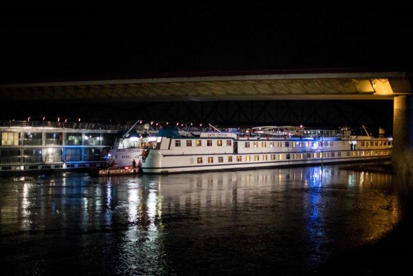 FOTOD | Šveitsi kruiisilaev põrkas Reinil vastu sillatala