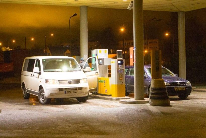 Aasta esimestel päevadel ei tohiks bensiini hind kütusemüüjate hinnangul veel tõusta