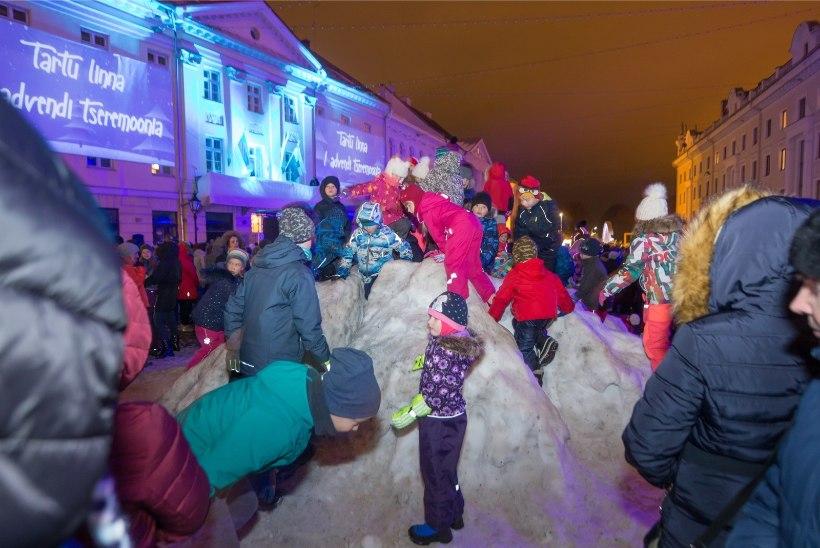 GALERII |Tartu jõulutulede süütamine tõi Raekoja platsi rahvast täis