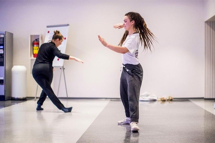 Liikumispuudega inimeste toetuseks korraldatud tantsumaratonilvihuti 12 järjest tundi tantsida