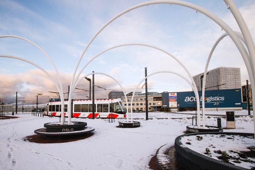 GALERII | 53 MEETRIT KUIVA JALAGA: lendajad saavad nüüd mugavalt trammile