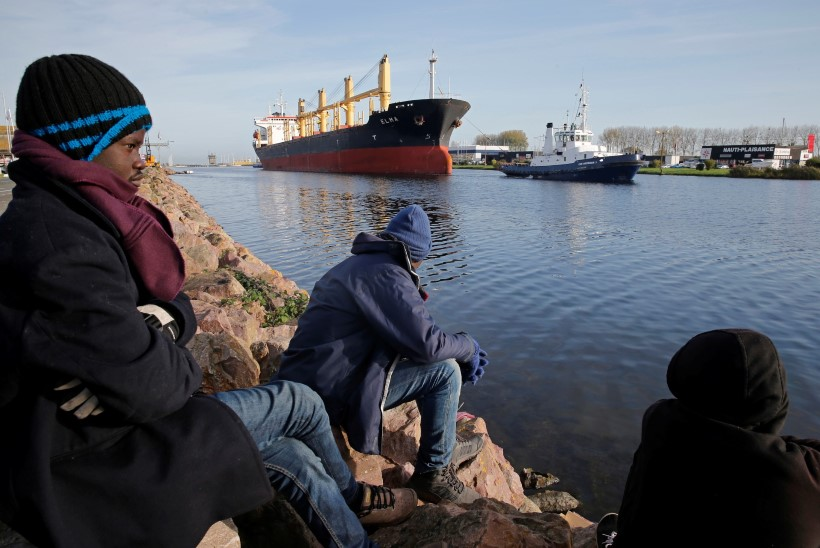 Põgenikud kogunevad väiksesse Normandia sadamasse