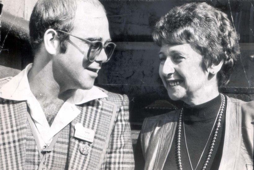 ELTON JOHN KAOTAS EMA: eakas daam jõudis enne surma superstaarist pojaga ära leppida