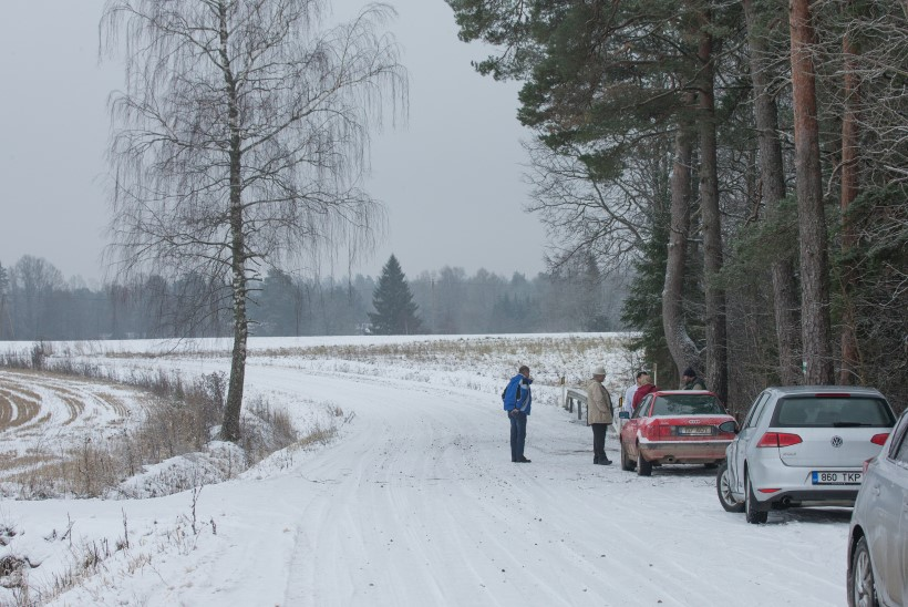 """SAATUSLIK AVARII: """"Viis sentimeetrit vasakule ja puu oleks auto kinni pidanud."""""""