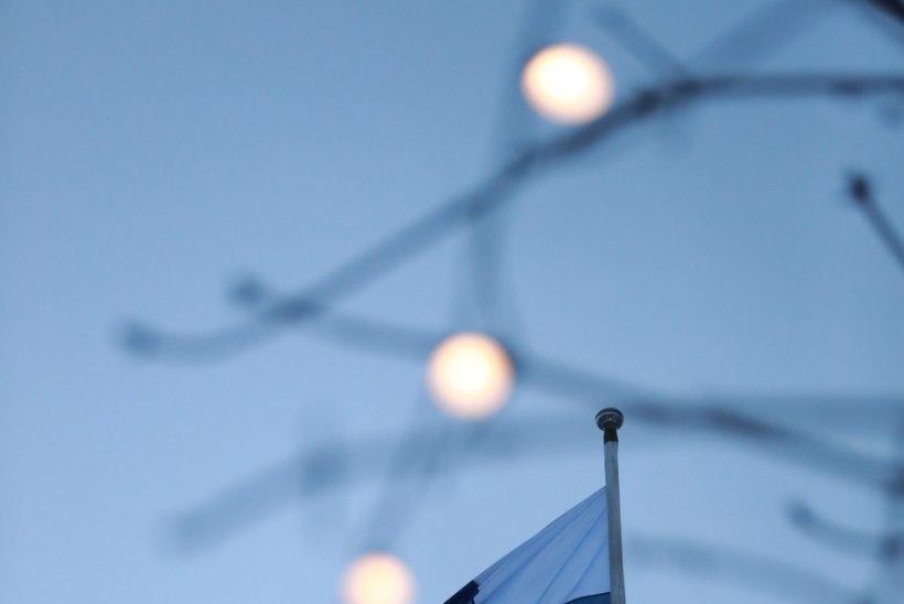 GALERII | Vaata, kes käisid hommikul Soome saatkonna ees ühislaulmisel!