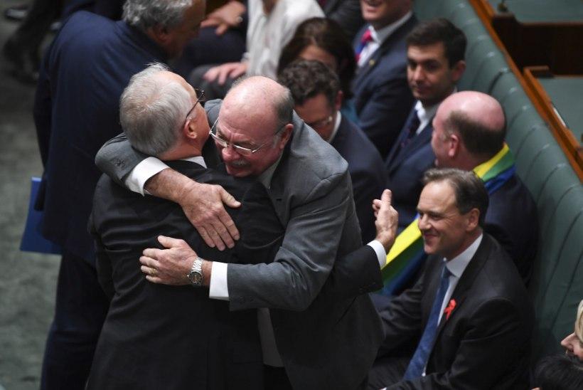 VIDEO   Austraalia parlamendis võeti samasooliste abieluseadus vastu laulu ja rõõmupisaratega