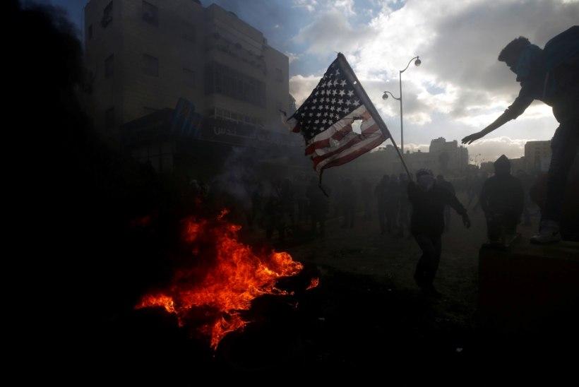 Palestiinlased tõstsid Trumpi otsuse vastu mässu