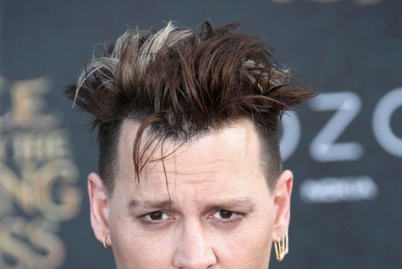 NÄPUD PÕHJAS: Johnny Depp laristab iga kuu 2 miljoni dollari ringis