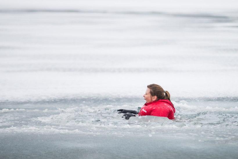Rapsin ühes jääkamakatega jäises vees. Hing on kinni ja käed külmunud
