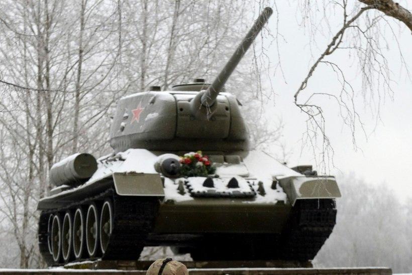 GALERII | Eesti ja USA sõdurid rändasid jalgsi Narva ja tegid, Jaanilinn taustaks, pilti