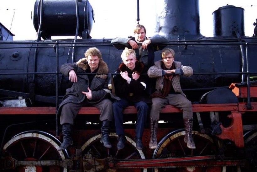 """""""Tuletõrjeüksused kimasid rongi kannul: kust vedur läbi sõitis, seal ka raudteepervedel kulu põles!"""""""