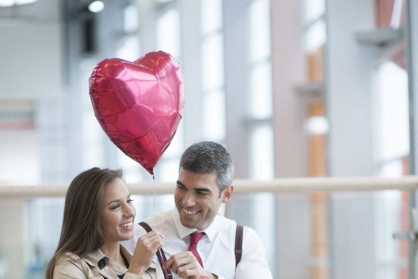 VALENTINIPÄEVA KINGI- JA ROMANTIKARALLI: kes nuiab kaaslaselt kingitusi, kes ei taha lilledest kuuldagi