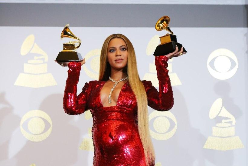 Kaksikuid ootav Beyoncé säras üliseksikates kostüümides