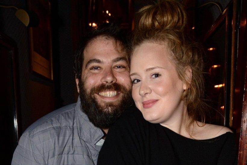 Adele lobises tänukõnes oma abiellumise välja