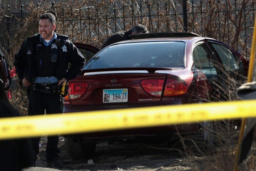 Chicagos tapeti lasuga pähe kaheaastane laps