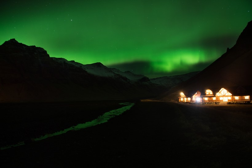 Islandi politsei on hädas virmalistest lummatud turistidega