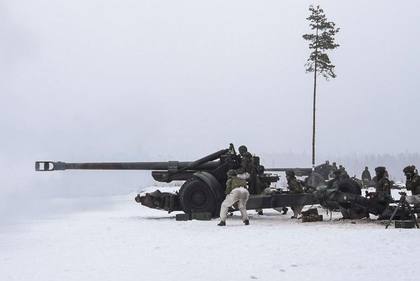 PILTUUDIS: suurtükiväelased harjutasid otsesihtimisega laskmist
