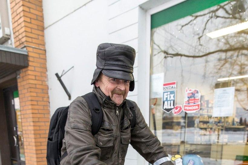 """""""Kui ülekandeid vaja teha, eks siis peab ikka panka minema. Kus sa pääsed!"""""""