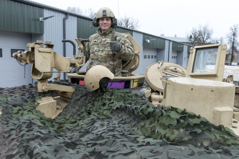 Ameeriklased Eesti paraadil tankide ja lahingumasinatega