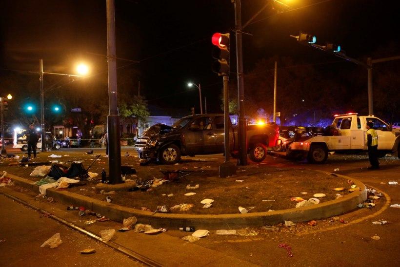 Paraad Ühendriikides: auto sõitis rahva sekka – 21 inimest haiglas
