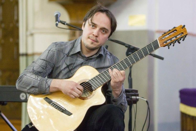 Kätlemist kitarril saatnud Andre Maaker: lood said juba otsa, aga rivil lõppu ei paistnud