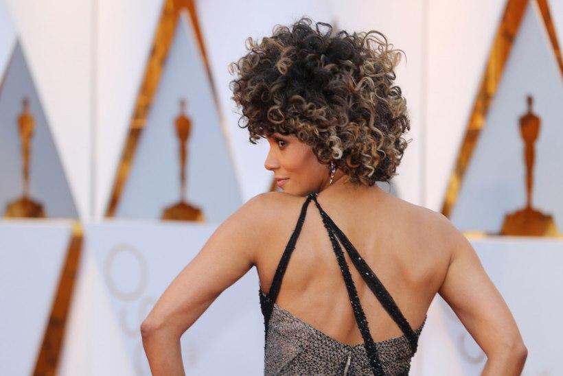 Halle Berry loomulik juuksepahmakas põhjustas poleemikat