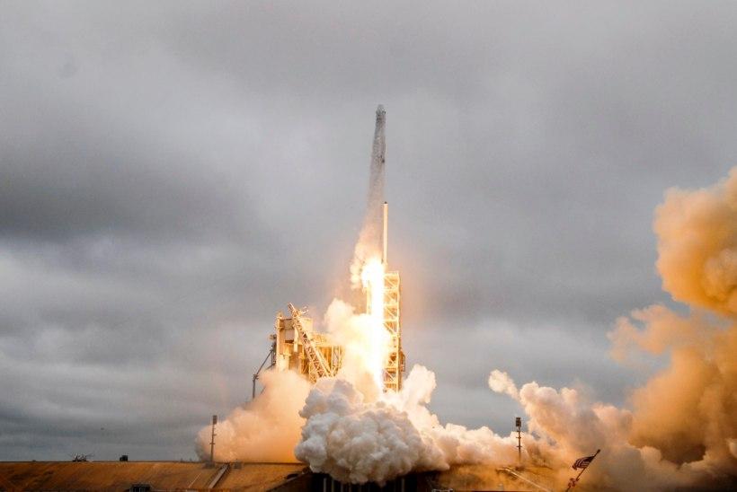 Kaks kosmoseturisti lendavad SpaceX-iga Kuud uudistama juba tuleval aastal