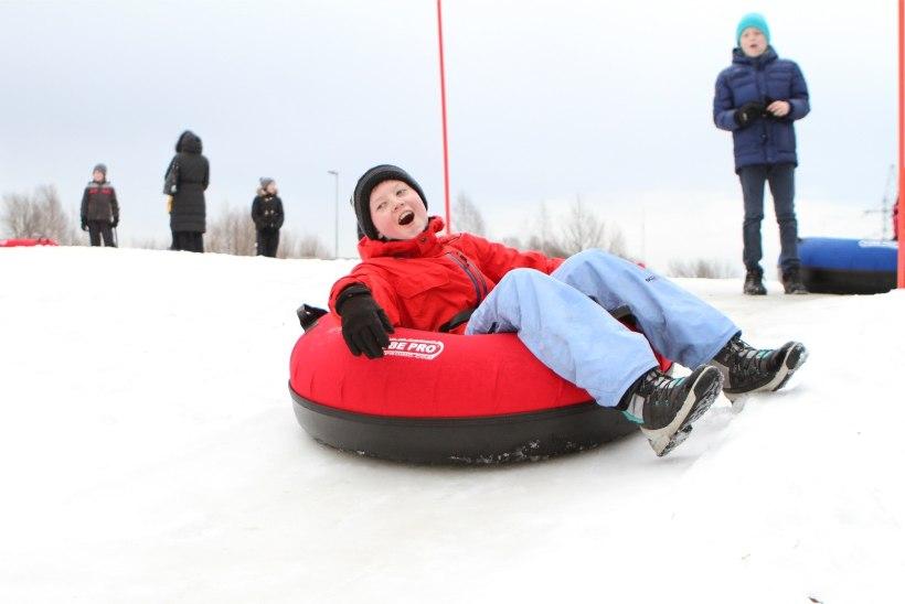 GALERII | Tartu laulu- ja tantsulapsed tähistasid Raadi lumepargis vastlapäeva